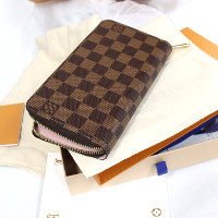 新品のルイヴィトンの財布の買取品