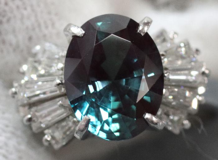 綺麗な石のついた指輪