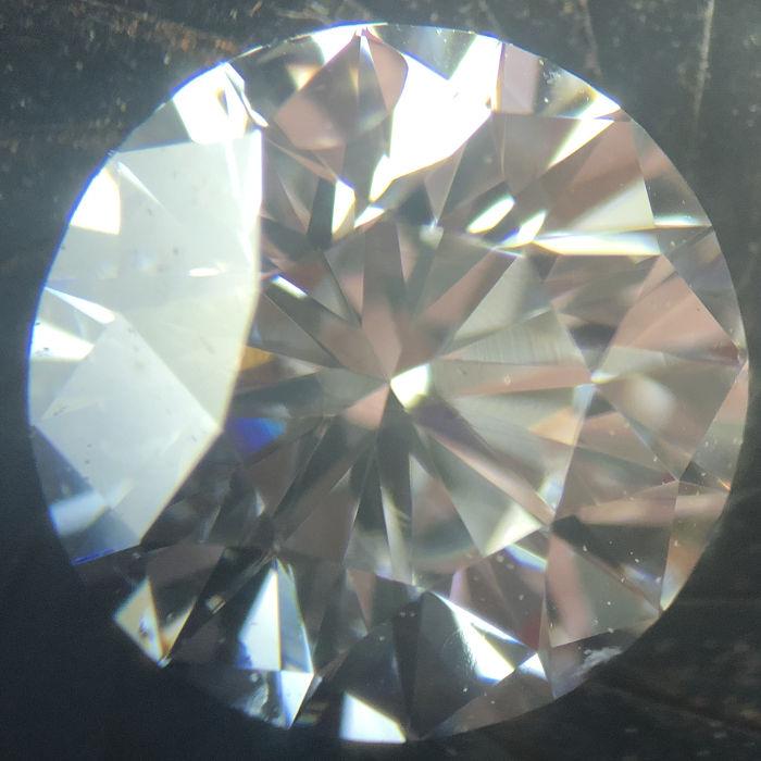 顕微鏡で覗いたダイアモンド