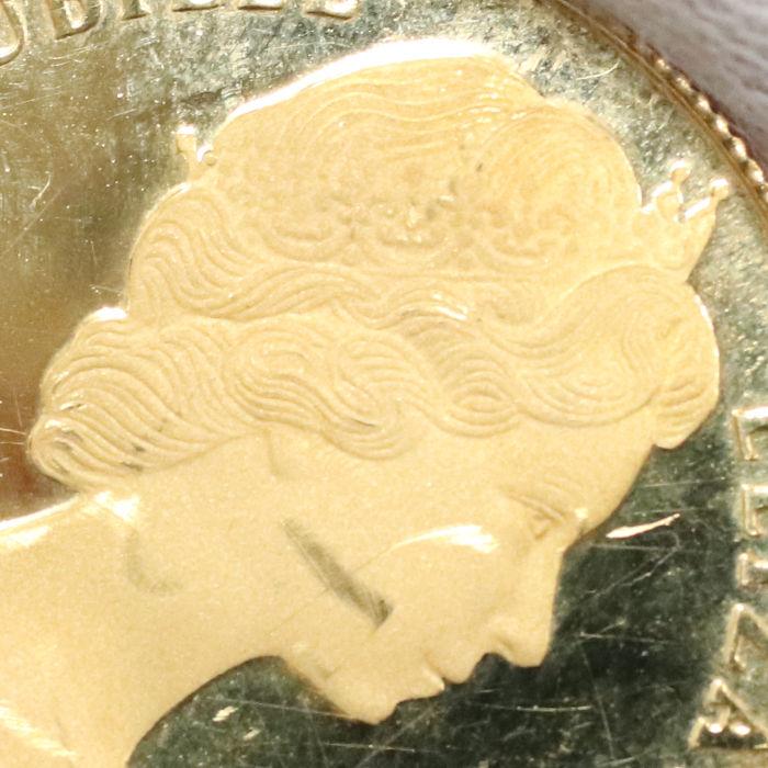 傷ついた金貨