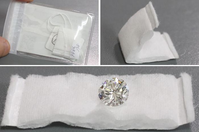 ガーゼでくるまれたダイアモンド