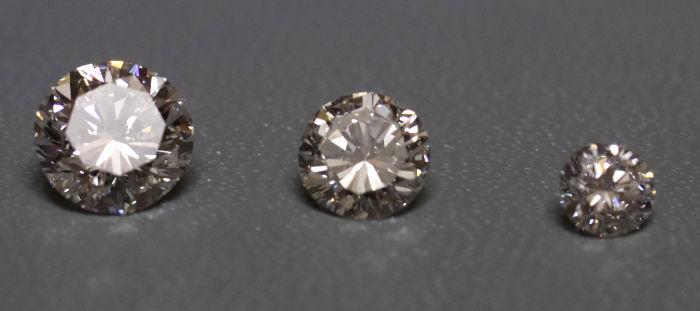 3つのダイアモンドを並べた画像